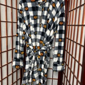 black plaid pumpkin halloween robe nwt